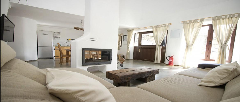La chimenea desde el sofá
